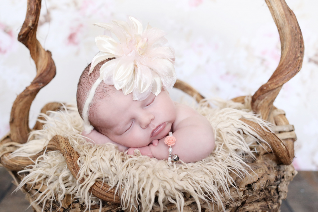 baby-armbandje-flower-met-bol-hartje-1