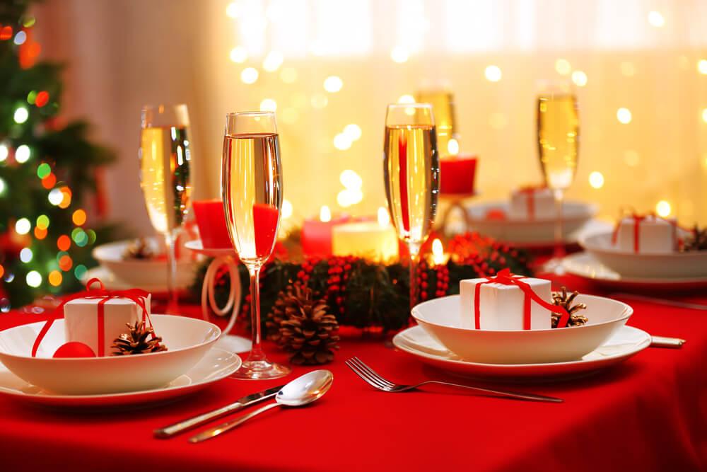 Feestdagen Kersttafel Aankleden : Feestelijk dineren zo dek je de kersttafel ⋆ meisje eigenwijsje