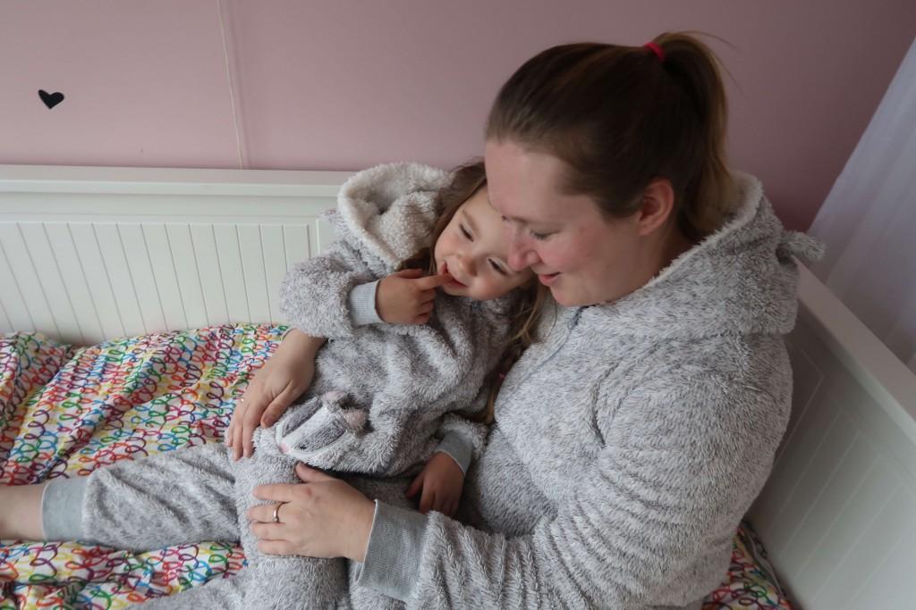 Mommy and me make-over Twinning in een onesie