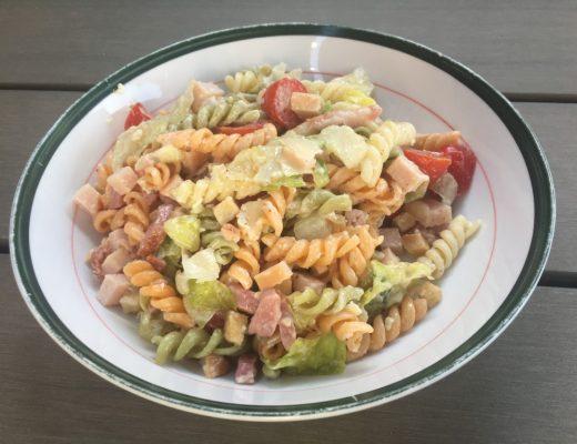 makkelijke pastasalade met gerookte kip