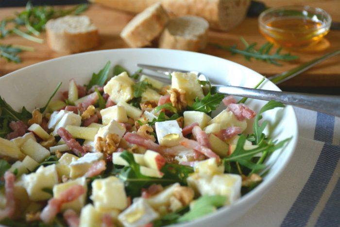 Salade-met-brie-spek-rucola-sla-en-appeltjes-2