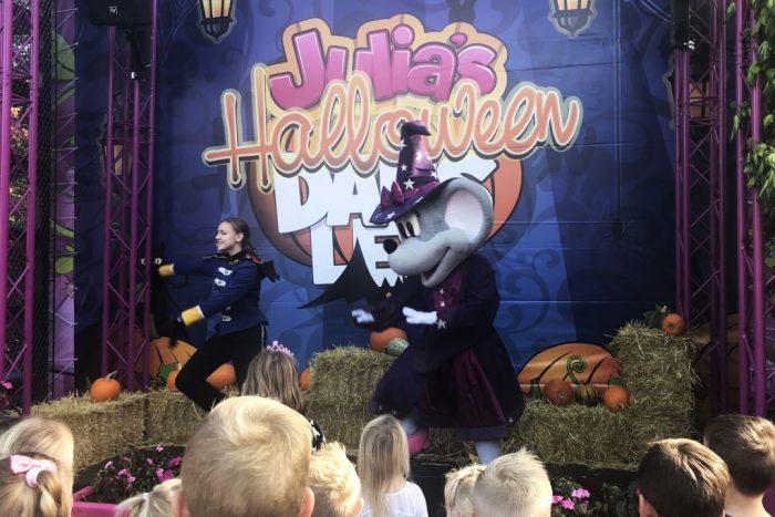 Julia's Halloween dansles